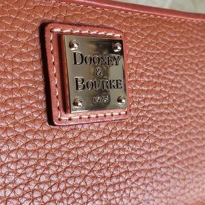Dooney & Bourke Bags - BFS⚫️DOONEY & BOURKE PEBBLE GRAIN ACCORDION WALLET